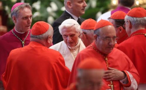 Pope_Benedict_XVI-Cardinals_810_500_75_s_c1